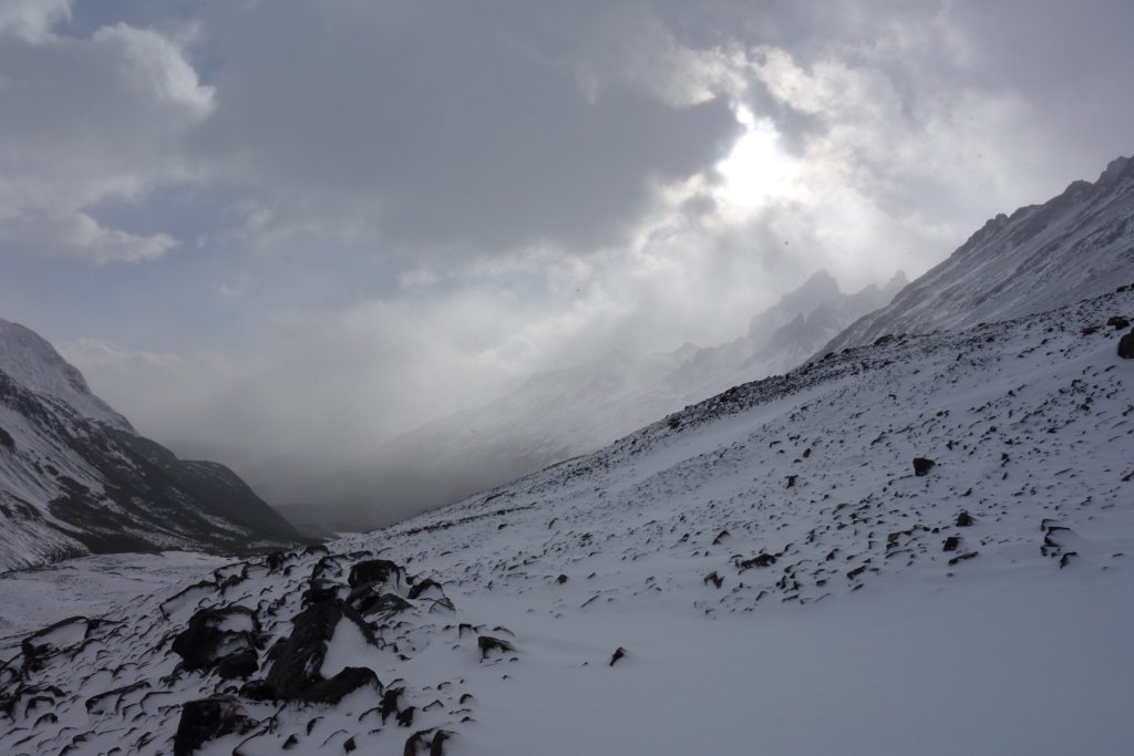 Paso John Gardner: the pass across the mountain.